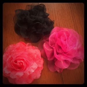Lot of three clip in hair flowers